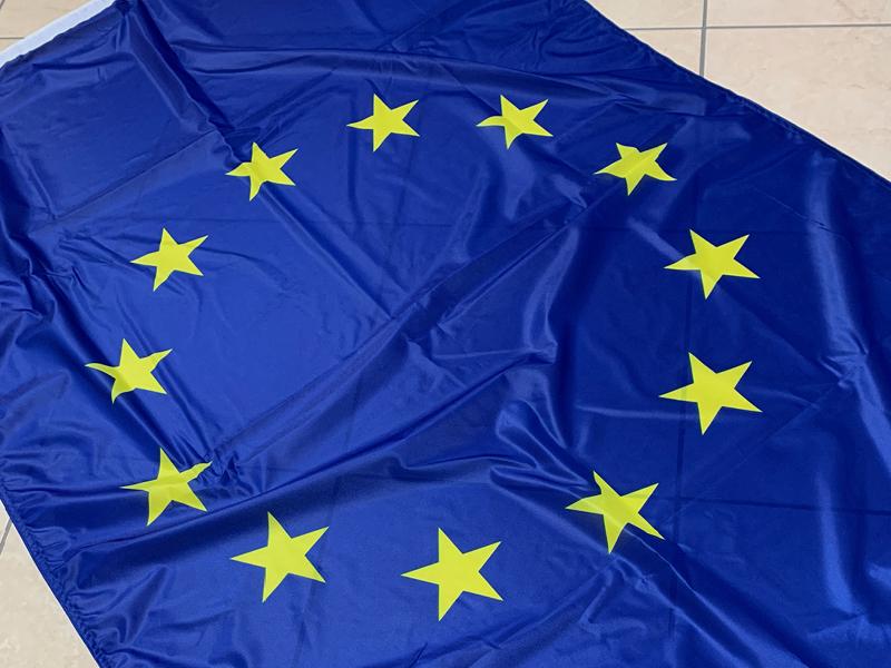 bandiere-personalizzate-su-misura-orizzontale-europa-iseoweb