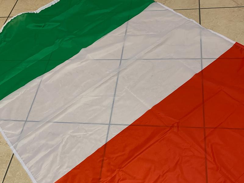 bandiere-personalizzate-su-misura-orizzontale-italia-iseoweb